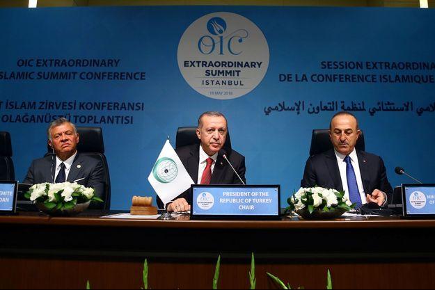 Recep Tayyip Erdogan lors du sommet des dirigeants musulmans à Istanbul, vendredi.