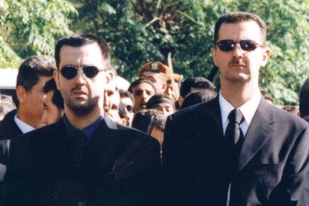 Maher et Bachar al-Assad à l'enterrement de leur père en 2000.