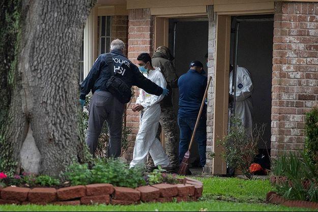 Certains résidents ayant perdu l'odorat et d'autres souffrant de fièvres ou de fortes toux, les policiers soupçonnent des cas de Covid-19.