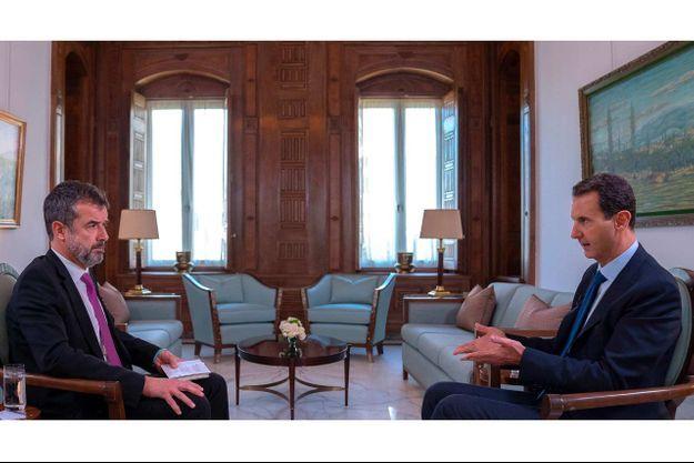 Damas, le 20 novembre. Le président Bachar El Assad répond aux questions de Régis Le Sommier, directeur adjoint de la rédaction de Paris Match.