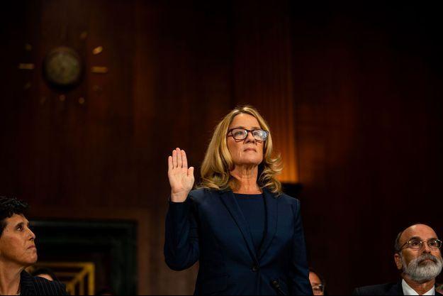 Christine Blasey Ford prête serment, jeudi, face aux sénateurs, au Capitole.