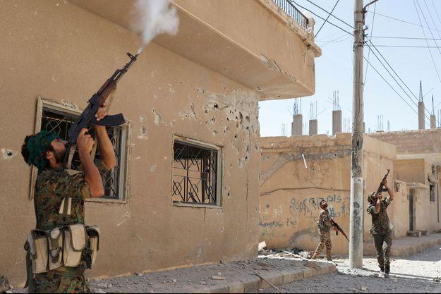 Combattants kurdes à Raqqa, en Syrie, en décembre 2017
