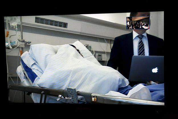 Le suspect depuis son lit d'hôpital.