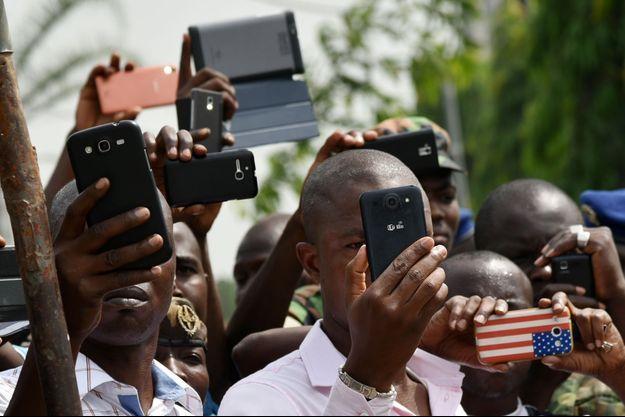 Selon l'enquête Ipsos réalisée dans sept pays d'Afrique sur les jeunes de 15 à 24 ans, le premier poste de dépense est la téléphonie.