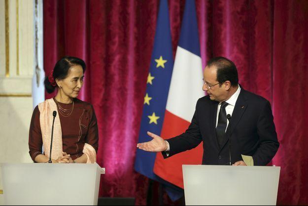 Aung San Suu Kyi et François Hollande à l'Elysée ce mardi.