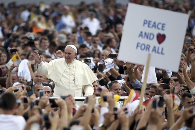 Dimanche 21 septembre, lors du bref voyage apostolique du pape François à Tirana, capitale de l'Albanie.