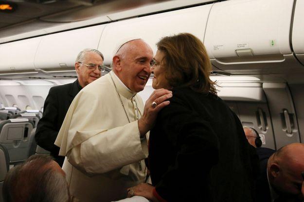 Le pape François et notre journaliste Caroline Pigozzi.