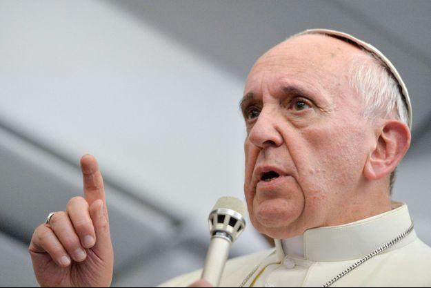 Le pape François dans l'avion pour Rome, lundi 29 juillet, lors de sa conférence de presse