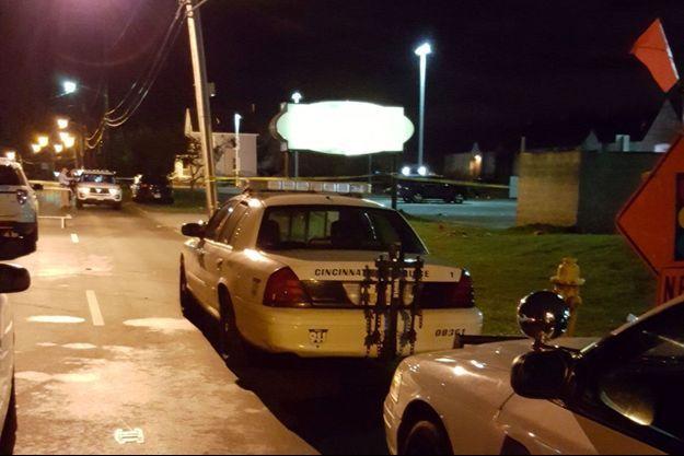 Voitures de police à proximité du club Cameo Nightlife, à Cincinnati, après la fusillade.
