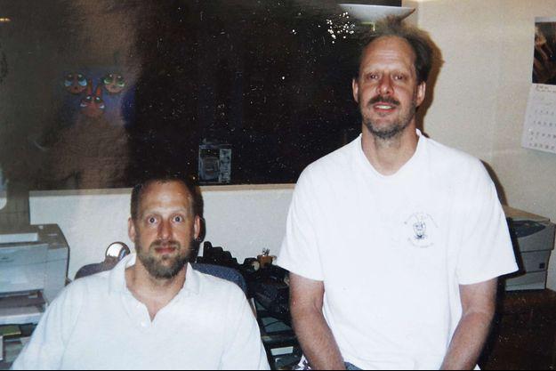 Stephen Craig Paddock (à droite), en compagnie de son frère Eric.