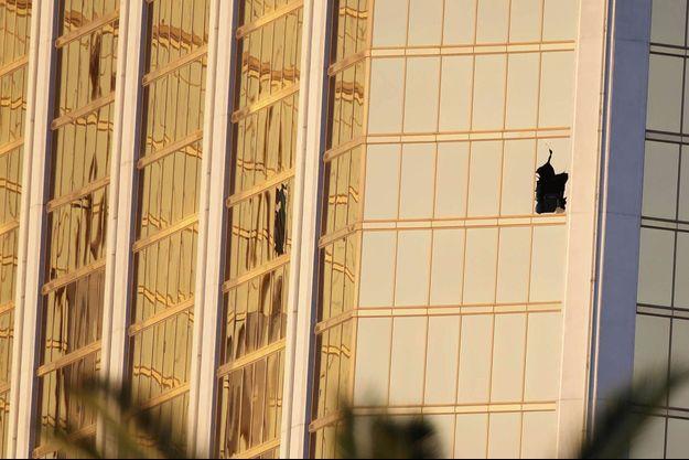 Stephen Paddock a cassé volontairement les vitres de sa chambre d'hôtel pour commettre