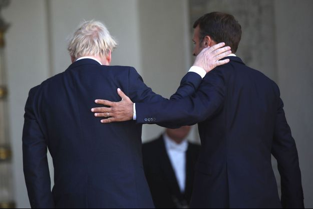 Emmanuel Macron et Boris Johnson à l'Elysée, jeudi.