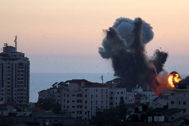 Un immeuble détruit lors d'une frappe israélienne à Gaza.