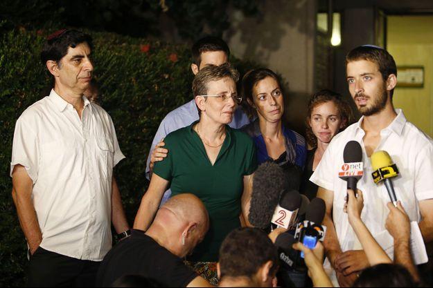 La famille du soldat Goldin s'est exprimée devant les caméras, samedi.