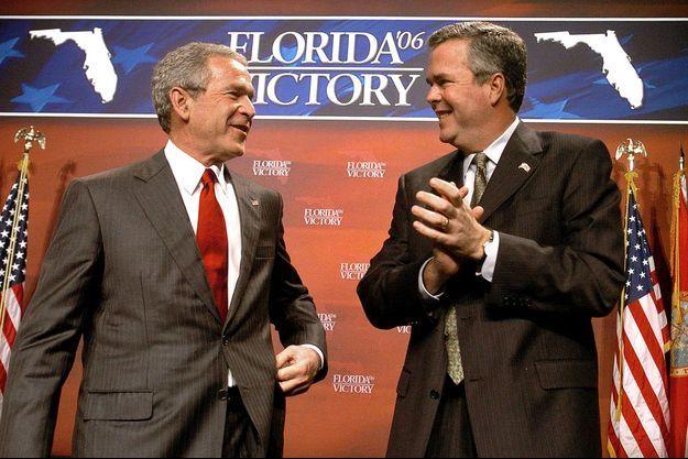 George et Jeb Bush en 2006.