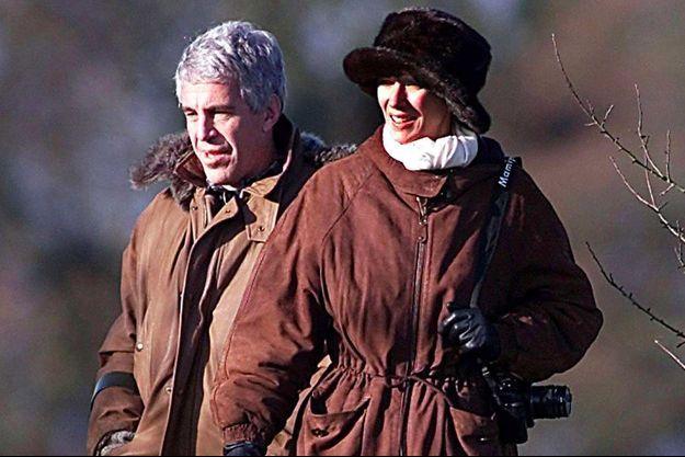 Jeffrey Epstein et Ghislaine Maxwell lors d'une partie de chasse avec le prince Andrew à Sandringham, en décembre 2000.