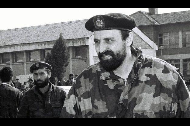 Goran Hadzic en avril 1993, devant le parlement de la république de Krajina.