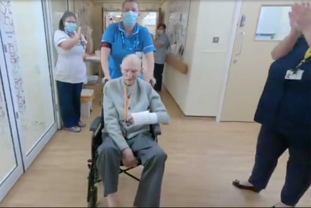 Albert Chambers à sa sortie de l'hôpital.