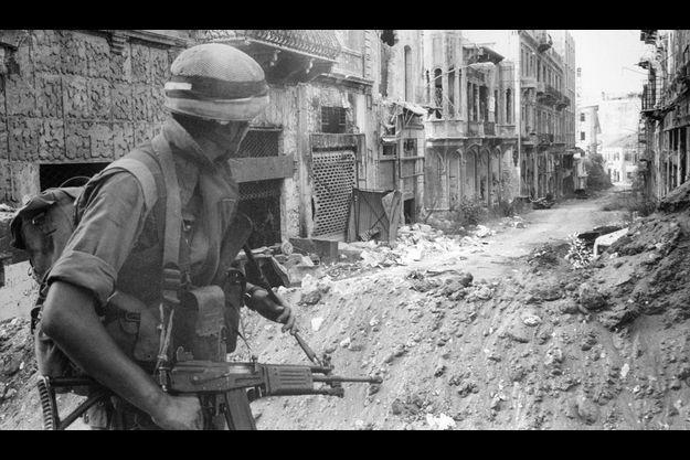 Beyrouth, 1982. Les soldats de Tsahal pénètrent dans la ville en ruines.