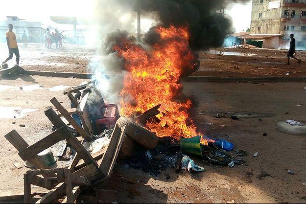 Des barricades ont été dressés dans la banlieue de Conakry, la capitale de la Guinée.