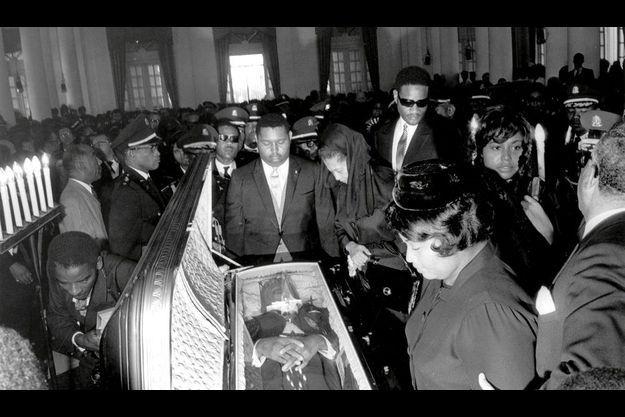 Baby Doc, le fils, pleure Papa Doc, le père : la dynastie Duvalier a sévi près de trente ans
