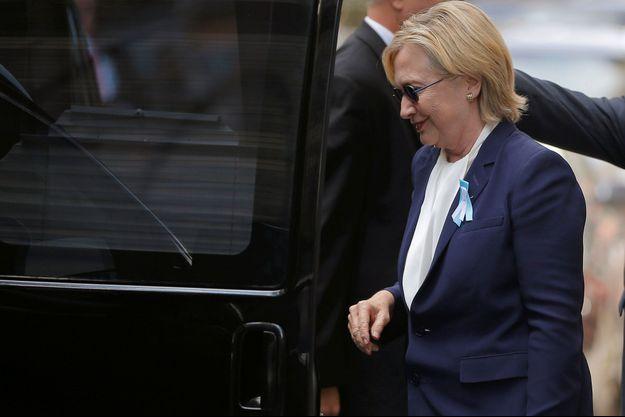 Hillary Clinton quitte l'appartement de sa fille Chelsea après son malaise dimanche