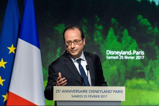 François Hollande, lors de sa visite à Disneyland Paris, le 25 février 2017.