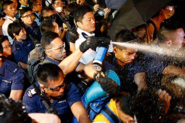 La police a fait usage de gaz au poivre pour disperser les manifestants.