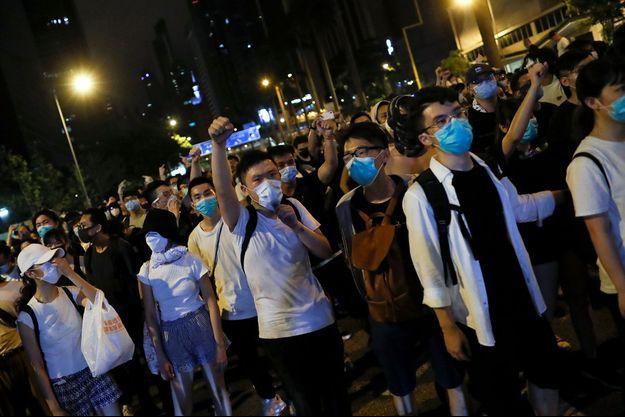 Des manifestants à Hong Kong dimanche.