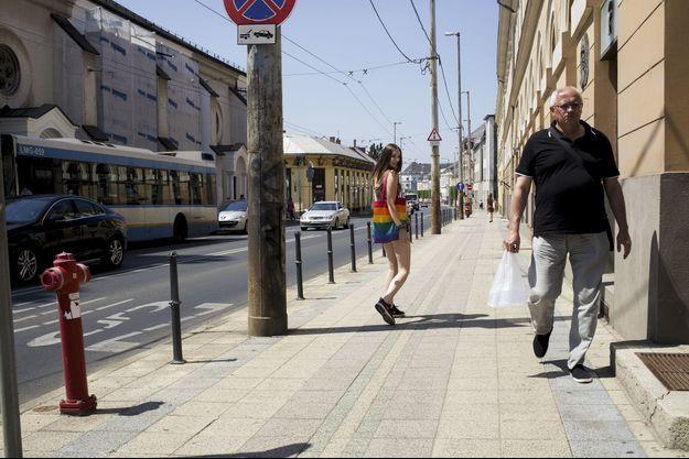 A Debrecen, la deuxième ville de Hongrie, Petra, 16 ans, activiste bisexuelle, rêve de quitter le pays.