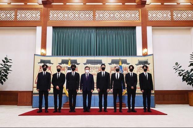 Le groupe BTS a été reçu par le président sud-coréen Moon Jae-in à la Maison Bleue.