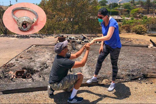Ishu Rao a redemandé son épouse Laura en mariage en retrouvant son alliance dans les débris de leur maison, en Californie.