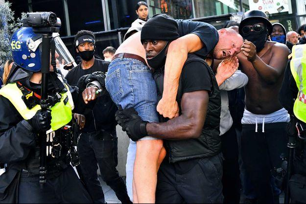 Patrick Hutchinson lors de la manifestation à Londres, le 13 juin.