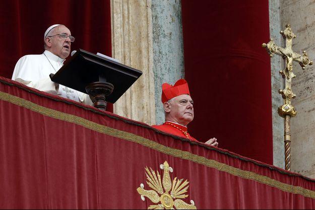 """Le pape François lors de son traditionnel message """"urbi et orbi"""" ce jeudi à Rome."""