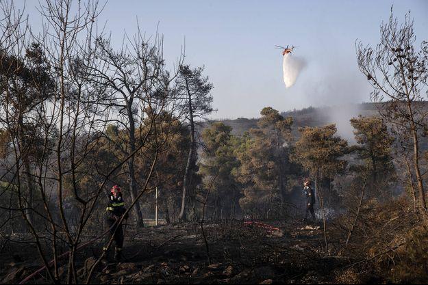 Les incendies en Grèce provoquent une situation difficile pour les secours.