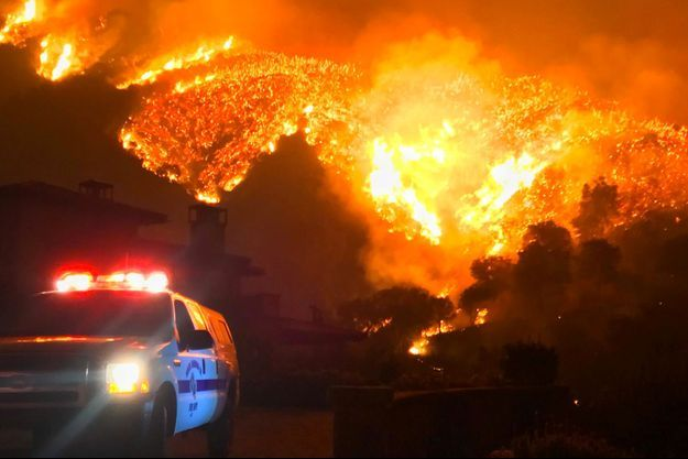 A Santa Barbara, les flammes ne faiblissent pas.
