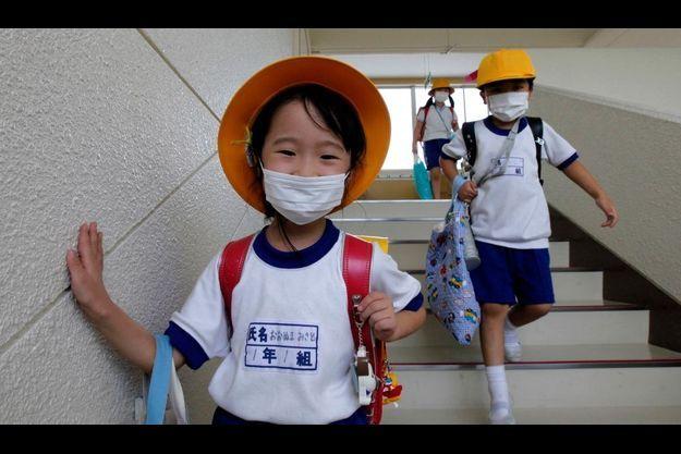 La vie a repris dans la préfecture de Fukushima. Les masques de protection en plus.