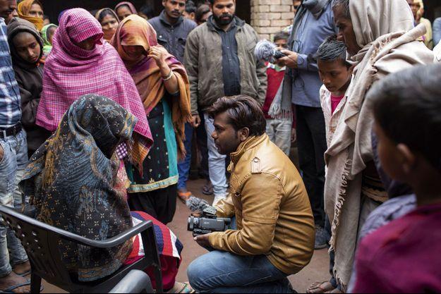 Dans l'Uttar Pradesh, des jeunes Indiens filment et dénoncent le quotidien des dalits, qui vivent dans le dénuement et ont rarement droit à la parole.
