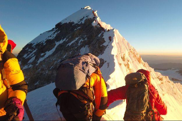 Des alpinistes sur l'Everest.