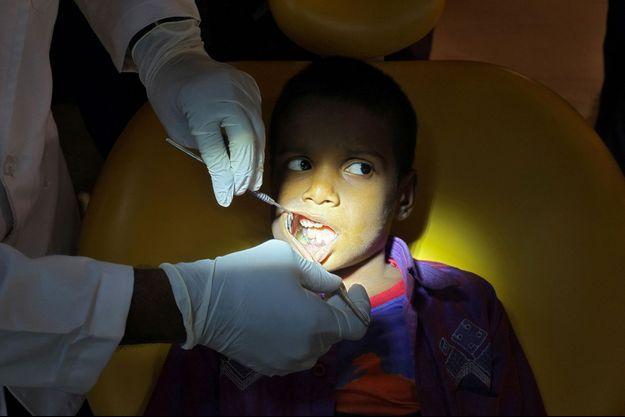 Le jeune garçon a été opéré pendant cinq heures.