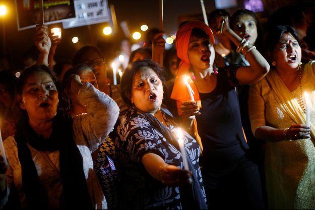 Des femmes manifestent en Inde après le viol d'une petite fille de 10 ans, le 25 avril dernier.