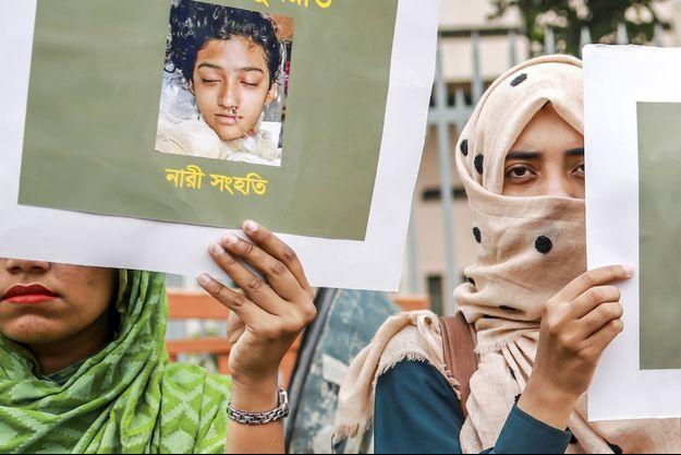 Manifestation à Dacca, le 12 avril 2019, en soutien à Nusrat Jahan Rafi.