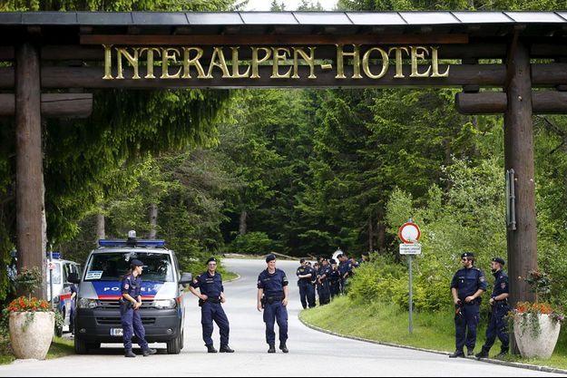 L'entrée de l'hôtel de luxe «Interalpen» dans le Tyrol autrichien à Telfs-Buchen où s'est réuni le forum Bilderberg 2015.
