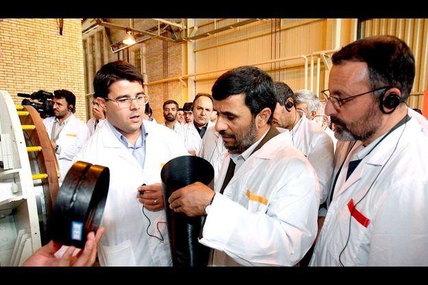 Mahmoud Ahmadinedjad lors de sa visite de la centrale nucléaire de Natanz.