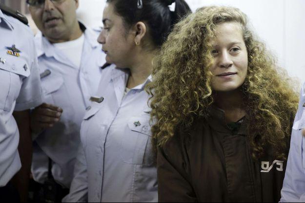 Ahed Tamimi, à droite, a déjà été impliquée dans d'autres confrontations avec l'armée israélienne.