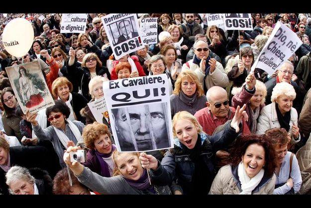 Les Italiens sont de plus en plus nombreux à demander le jugement et le départ du président du Conseil.