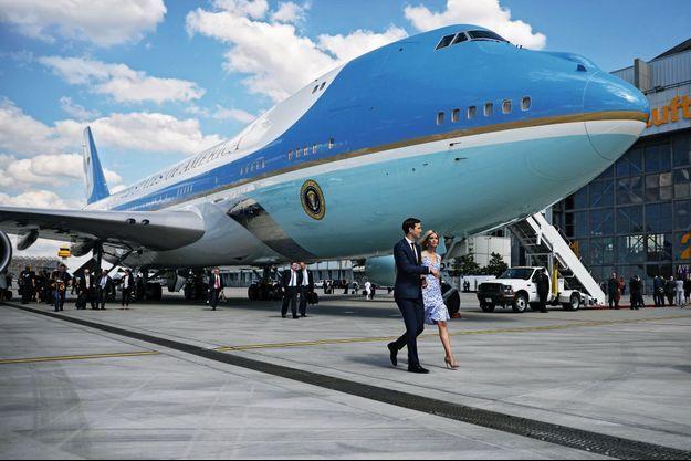 Ivanka Trump, 35 ans, et Jared Kushner, 36 ans, tout juste débarqués d'« Air Force One » à Hambourg, pour assister au sommet du G20, le 6 juillet.