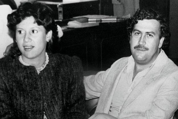 En 1983, dans la région de Medellin. Le mariage a eu lieu sept ans plus tôt et ils ont deux enfants. Mais Pablo Escobar se montre déjà volage.