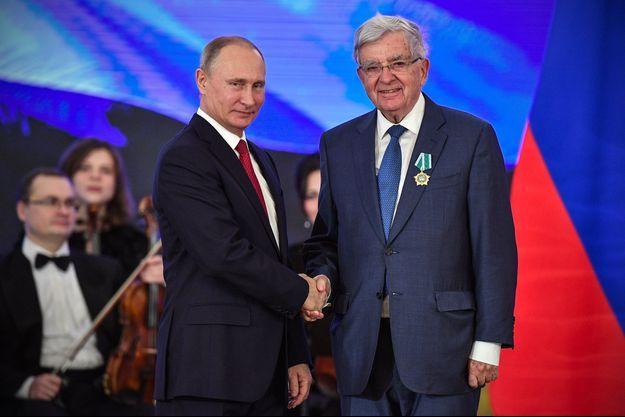 Jean-Pierre Chevènement a été décoré samedi de l'Ordre de l'Amitié par le président russe Vladimir Poutine.