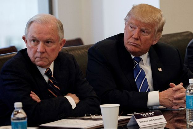 Jeff Sessions et Donald Trump, en octobre dernier à New York.